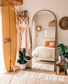 Minimalist bedroom decor ideas are for those who love to live a simple but elegant life. If you are a … bedroom 35 amazing minimalist bedroom decor ideas 738942251343684671 Industrial Bedroom Design, Design Bedroom, Industrial Style, Industrial Office, Modern Apartment Decor, Apartment Design, Apartment Living, Bedroom Apartment, Beach Apartment Decor
