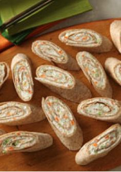 PHILLY Tortilla Roll-Ups — Have copies of this recipe ready. Your guests are sure to ask for it after they get a taste of these delicious appetizer roll-ups. Yummy Appetizers, Appetizer Recipes, Snack Recipes, Cooking Recipes, Recipes Dinner, Yummy Recipes, Dinner Ideas, Vegetarian Recipes, Birthday Party Appetizers
