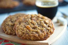 """Oatmeal cookies via KAFlour Crunchy around the edges, with a bit of softness in the center, these very mildly spiced cookies can be enjoyed plain, or """"fancied up"""" with the addition of raisins. The Oatmeal, Raisin Cookies, Oatmeal Chocolate Chip Cookies, Chocolate Chips, Spice Cookies, Cookie Bars, Yummy Cookies, Cookies Soft, Drop Cookies"""