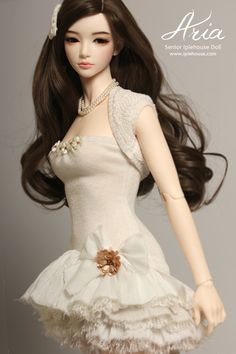 Aria senior iplehouse doll - love the skirt of the dress needs to be longer though