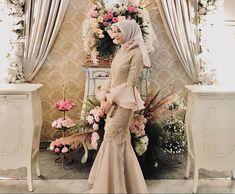 Dress Brokat Muslim, Dress Brokat Modern, Muslim Dress, Hijab Prom Dress, Dress Outfits, Stylish Dress Designs, Stylish Dresses, Muslim Wedding Dresses, Bridesmaid Dresses
