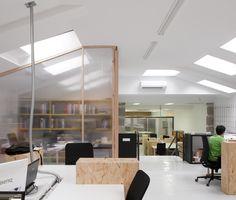Coworking Magma Espacio / equipoeme estudio #Magma #Espacio #coworking #Ourense #equipoeme #interiorismo #oficina #diseño Co Working, Conference Room, Divider, Table, Furniture, Home Decor, Interior Design Studio, Offices, Projects