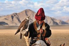 gyerek Eagle Hunting, Beautiful World, Beautiful People, Riding Helmets, Tibet, Central Asia, World Cultures, Birds Of Prey, People Around The World