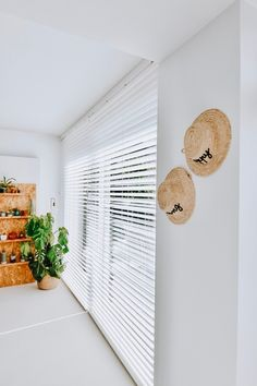 Raambekleding voor de schuifpui - Happy Handmade living Blinds And Curtains Living Room, Scandinavian Home, Interior Design, House Styles, Outdoor Decor, Inspiration, Lava, Home Decor, Living Room