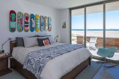 Can you guess what his or her favourite recreational activity is? Modern skateboard theme room with decks on the wall above the bed. A personal touch for skateboarders bedroom This is an example of a modern bedroom in California. you can see more solutions on SKATE-HOME Modern, skateboard theme room, decks, wall, bed, dorm, skateboarder, birthday, gif, present, cool, loft, Christmas gift, girl, bed, skateboarders bedroom, California, solutions, book shelf, backflip, decoration, be