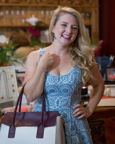 Champagne & shop? What's more perfect? Oh Jennafer Newberry is! @indiahicksstyle http://ow.ly/Ov1Q300udST