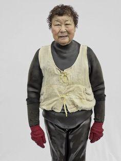 Korean woman divers korean culture pinterest korean women hyung s kim a photographi pendant deux ans des haeynyeo femmes hors du commun sciox Image collections