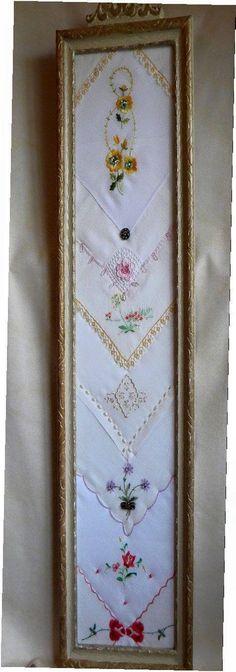 Another great way to frame vintage handkerchiefs! Antique Frame Dispetto contenente un di twinlyonsgiftshop su Etsy Vintage Diy, Vintage Crafts, Vintage Jewelry, Vintage Lace, Vintage Display, Vintage Embroidery, Vintage Stuff, Embroidery Ideas, Vintage Metal