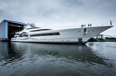 Feadship has launched its largest yacht to date in Makkum today: the superyacht project known as hull 1007 and designed by Michael Leach. Yacht Design, Boat Design, Digital Ocean, Small Yachts, Row Row Your Boat, Sport Boats, Boat Fashion, Build Your Own Boat, Yacht Boat