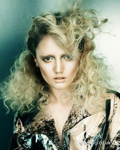 2014 textured pinned back blonde curls - Hairstyle Gallery