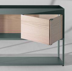 Kast uit de 'New Order' reeks van HAY. De kast heeft schuifdeurtjes bovenaan en een opstaande rand bovenaan. De kast kan ook los in een ruimte gebruikt worden.
