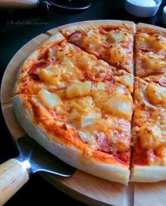 Domowa Pizza Hawajska - Przepis - Słodka Strona Best Appetizer Recipes, Best Appetizers, Soup Recipes, 5 Pizza, Love Pizza, Stromboli, Calzone, Hawaiian Pizza, Hamburger