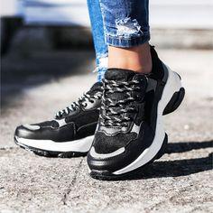new products 46a7e 0d9b8 Damen Trend Schnür Sneaker mit Plateau SchwarzWeiß
