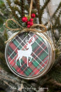 DIY Mason Jar Lid Christmas Ornament