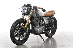 Tony Prust of Analog Motorcycles has built This 1979 Yamaha SR500.