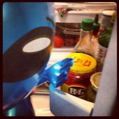 Blue alien does not understand why more humans do not eat relish for breakfast.