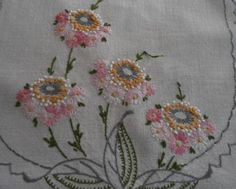 Vintage-Table-Runner-Pink-Hand-Embroidered-Lazy-Daisies-French-Knots-Lace