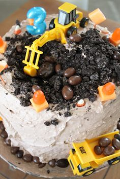 do it yourself divas: DIY: Construction Birthday Cake Inspiration/Adaptation (Birthday Cake Diy) Timmy Time, Construction Birthday, Construction Cakes, Cakes For Boys, Fancy Cakes, Cakes And More, Let Them Eat Cake, Amazing Cakes, Cupcake Cakes