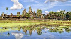 Tempelruinen im Dschungel: Seit 1992 gehört die geheimnisvolle Tempelstadt Angkor Wat zum Weltkulturerbe der UNESCO. Rund 2,5 Millionen Besucher kommen jedes Jahr nach Kambodscha, um dieses größte religiöse Bauwerk der Welt zu sehen. Mehr als tausend prächtige Tempel lassen die einstige Größe und Macht des Khmer-Königreiches erahnen.