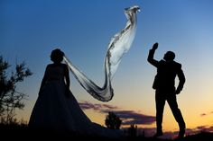Adoro a las parejas de novios divertidas #boda #wedding #love #novios #groom #bride #yourockphotographers #justmarried #valencia #playa #light #flashl #bonofotografia #weddingdress #weddingdetails #fotografobodas #kiss #kissme #instagood #instagoodmyphoto @instagood #gramkilla #exploretocreate #canon #35mm #canon5dmarkiii #canonespaña #acction