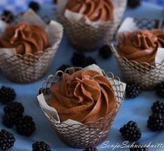 Blackberry-Chocolate-Cupcakes