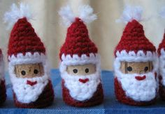 Wine Cork Crochet projects:  Ok, DUDE, these things are adorable.  They'd make GREAT Christmas ornaments-but there is also that geek in me that is thinking I need a chess set made with something like this....For the love of GOD I now need WINE CORKS!  Calling all alcoholics!!!!!!