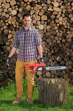 Comment préparer du bois pour la cheminée? http://www.rotopino.fr/messages/comment-preparer-du-bois-pour-la-cheminee,4530 #jardinage #jardin #bois #tronçonneuse #hache #rotopino
