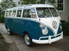 Volkswagen Bus Discover The best vintage and classic cars for sale online Vintage Volkswagen Bus, Volkswagen Type 2, Volkswagen Transporter, Volkswagen Golf, Vw Samba Bus, Combi Split, Combi Vw, Vw Cars, Classic Cars Online