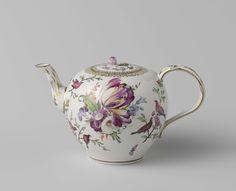 Theepot met deksel, veelkleurig beschilderd met een bloemboeket, Porseleinfabriek Den Haag, 1777 - 1790 #teatime