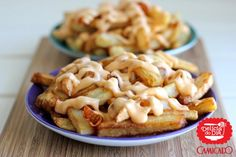 Batata frita com molho de queijo