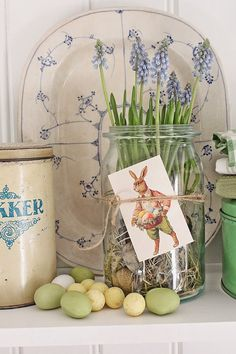 Easter Bunny, also called the Easter Rabbit or Easter Hare, is a folkloric figure and symbol of Easter, representing a rabbit bringing Easter Eggs. Hoppy Easter, Easter Eggs, Diy Osterschmuck, Easy Diy, Vibeke Design, Easter Table Decorations, Diy Ostern, Easter Holidays, Easter Brunch