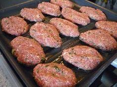 İrmik li Köfte. Yine ilkkez pişirip, lezzetini çok beğendiğim bir yemek var sırada. İrmikli köfte... ;) Olurmu? demeyin hemede muhte...