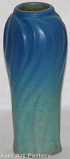 Van Briggle Pottery Late Teens Leaves Vase (Shape from Just Art Pottery Vintage Pottery, Pottery Art, Christmas Candle Holders, Gold Vases, Vase Shapes, Vases Decor, Flower Vases, American Art, Sculpture Art