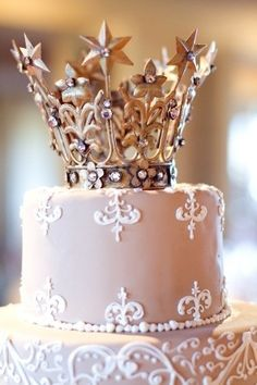 After seeing this...I will convince my child that she will have her Quinceanera theme and her cake will be similiar to this! Royalty!
