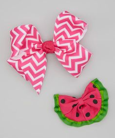 There's not an outfit that can't be made more adorable with the addition of this sweet set. Featuring a watermelon clip that can detach from the bow, these tress-destined accents are a true treasure.