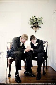 aaaaaaaaw!!! Groom and bestman praying... i love real Christian men...