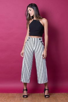 look com calça listrada Summer Outfits, Casual Outfits, Cute Outfits, Fashion Outfits, Cullotes Outfit Casual, Casual Dresses, Summer Dresses, Moda Fashion, Womens Fashion