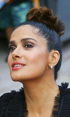 Salma Hayek Style, Salma Hayek Body, Beautiful Girl Image, Gorgeous Women, Salma Hayek Pictures, She's A Lady, Latin Women, Pretty Woman, Hair Beauty