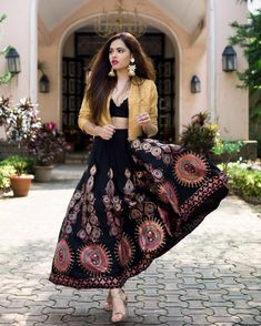 Style Drive ・・・ The desi flare🌔 Indian Attire, Indian Ethnic Wear, Ethnic Style, India Fashion, Ethnic Fashion, Western Dresses, Indian Dresses, Pakistani Outfits, Indian Outfits