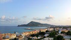 Comenzamos la semana desde las encantadoras calles de Altea. Un pueblo mediterráneo con mucho encanto que puedes visitar cuando estés alojado en nuestro hotel.  #Altea #HotelCarlosBenidorm #HotelCarlosI #HotelBenidorm #Hotel #HotelesBenidorm #Hoteles #CostaBlanca #CiudadBenidorm #TurismoCostaBlanca #Turismo #Benidorm #Benilovers