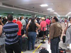 Migración dice retrasos en AILA se deben a que su personal se está adaptando a sistema automatizado