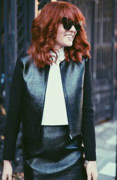 """. The Kooples ist in Deutschland leider noch gar nicht besonders bekannt, ist aber definitiv ein """"Label to watch"""". Die Teile sind super fotogen, so wie dieses Lackleder-Kostüm im Seventies Style, aber auch relativ affordable:  Zum Look: http://www.blogger-bazaar.com/2015/10/13/bondgirl-kostum/, Lisa Banholzer, Blogger Bazaar, Lack, Leder, Seventies, Kostüm, Schnürschuhe, Lace-Pumps"""