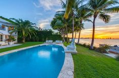 The emerald green lawn rolls right down to the edge of Miami's bay. Take in the sunset from the swimming pool or seated on the nearby private dock.