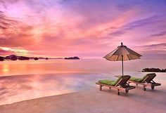 Thailand has hundreds of mesmerisingly beautiful islands, each with exquisite beaches, abundant wildlife and unforgettable sea views. ☀️Where would you chose to watch the sun set?  #Thailand #desertisland #wanderlust #sunset #islandlife #beach #coral #tropicalfish #romantic