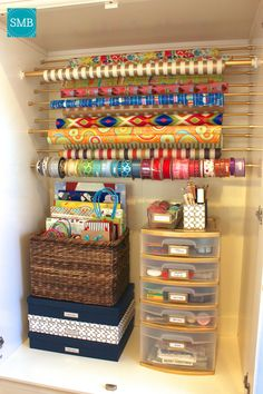 Craft Room Paper Storage 9 - Bastel- und Wohnideen - Papierablage im Bastelraum 9 - Craft Room Storage, Gift Bag Storage, Craft Organization, Craft Rooms, Organizing Gift Bags, Diy Storage, Scrapbook Organization, Plastic Storage, Budget Storage