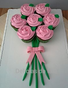 Mothers Day Cupcakes, Mothers Day Cake, Valentines Day Cakes, Mothers Day Desserts, Cupcakes Flores, Pastel Cupcakes, Pull Apart Cake, Pull Apart Cupcakes, Cupcake Flower Bouquets
