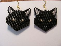 Hand Beaded Black Cat Head with gold eyes dangling earrings in Jewelry & Watches Seed Bead Art, Seed Bead Jewelry, Seed Bead Earrings, Beaded Earrings, Beaded Jewelry, Seed Beads, Cat Jewelry, Jewelry Crafts, Jewelry Watches