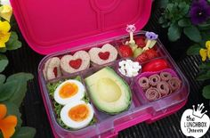 Mini strawberry sandwiches in the Yumbox bento lunchbox. Lunchbox Inspiration – The Lunchbox Queen