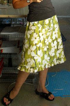 Essential A-Line Skirt Tutorial--love the ruffle at the bottom!