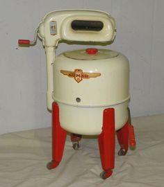 Antique ~ Toy Lumar Wash or Washing Machine, made by Louis Marx & Co. Toy Washing Machine, Washing Machines, Metal Toys, Tin Toys, Vintage Laundry, Vintage Kitchen, Vintage Dolls, Vintage Items, Vintage Metal